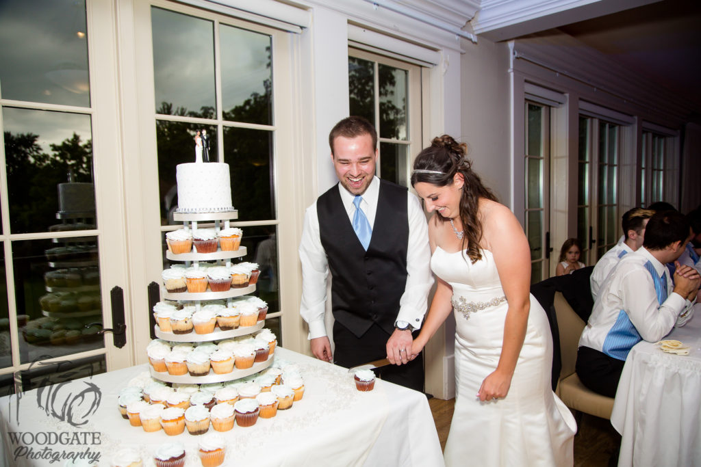 wedding cake london ontario highland ontario wedding photography 904 23095